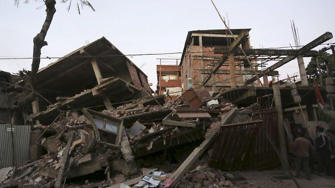Bei dem Erdbeben kamen in den einstürzenden Häusern mehrere Menschen ums Leben.