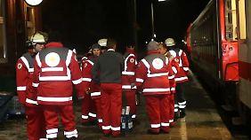 Schneeband teilt Deutschland: Eisiges Wetter setzt Zugreisenden und Feuerwehr zu
