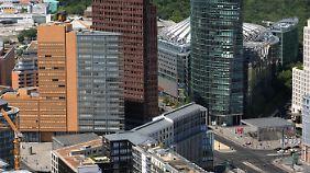 17 Gebäude, zehn Straßen und zwei Plätze wurden rund um den Potsdamer Platz veräußert.