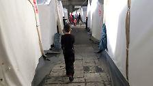 Flüchtlinge im Flughafen Tempelhof: Bedrückendes Heim im Hangar