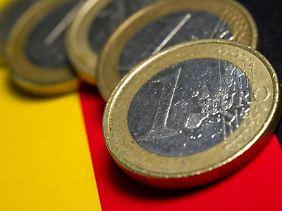 Wer sein Geld auf deutsche Staatsanleihen setzt, wird kaum profitieren - denn die Zinsen sind derzeit im Schnitt sehr niedrig.