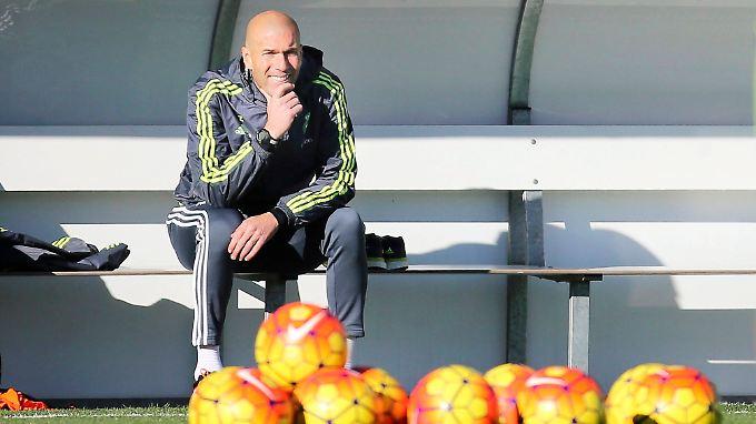 Als Spieler wusste Zinedine Zidane virtuos mit dem Ball umzugehen. Als Trainer muss er zeigen, dass er das auch mit den Stars von Real Madrid kann.