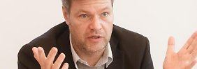 Von einem «titanischen Problem» spricht der Kieler Umweltminister. Jetzt hofft Habeck auf eine Wende.Foto: Markus Scholz