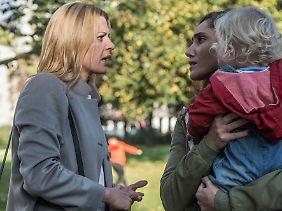 Tessa ist nicht ganz zufrieden mit Elenas Betreuung von Lotte.