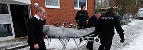 Der Lebensgefährte der Mutter hatte die Tote gefunden. Die Leiche wies laut Polizei mehrere Stichverletzungen auf.