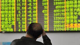Weltweite Unsicherheit: China setzt Börsenhandel nach Kursrutsch erneut aus