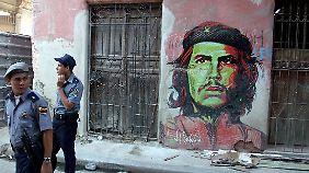 Die Revolution ist in Havanna allgegenwärtig: Wandgemälde von Che Guevara.