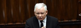 Jaroslaw Kaczynski ist Chef der polnischen Regierungspartei PiS und gilt als Strippenzieher hinter den neuen Gesetzen.
