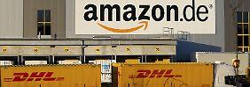 Logistik-Zentrum von Amazon bei Koblenz: Der Boom im Online-Handel beschert Paketdienstleistern wie DHL tonnenweise Arbeit.