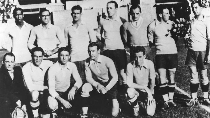 So sahen Sieger damals aus: Uruguay Nationalmannschaft nach dem Titelgewinn 1930
