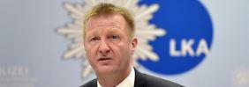 Entlassung gefordert: NRW-Innenminister gerät unter Druck