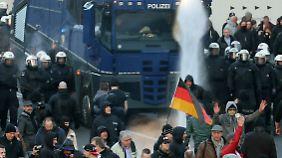 Unruhige Zeiten in Köln: Übergriffe treiben Pegida, Rechte, Linke und Frauen auf die Straße
