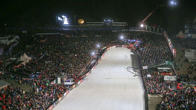 Merke: Beim Skisprung-Weltcup in Willingen fehlt es an Kamel-Abstellplätzen.