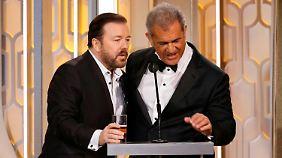 Was reden die da? Ricky Gervais und Mel Gibson.