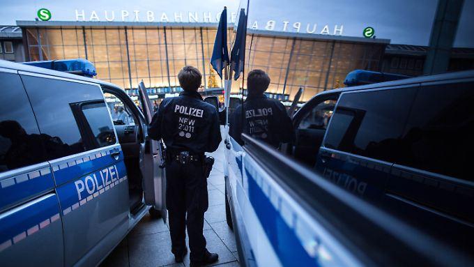 Verharmlosen, verschweigen, vertuschen? An der Informationspolitik der Kölner Polizei gab es heftige Kritik.