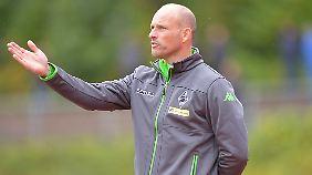 """Slapstick-Elfmeter"": Gladbachs Trainer Arie van Lent."