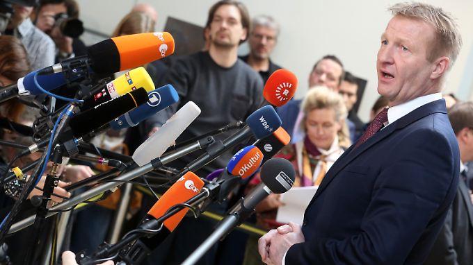 Schärfere Kontrollen an Karneval: NRW-Innenminister präsentiert Bericht zu Übergriffen in Köln