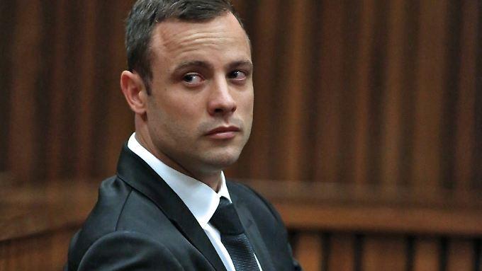 Der Südafrikaner Oscar Pistorius wehrt sich vor dem Verfassungsgericht gegen eine Verurteilung wegen Mordes.