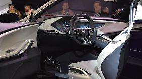 Beim Innenraum fühlt man sich an die Studie des Opel Monza von 2013 erinnert.