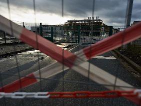 Eine ehemalige Haupteinfahrt zum Gelände des zu großen Teilen abgerissenen Opel-Werks in Bochum.