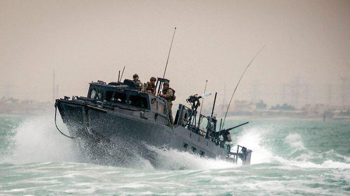 Ein Riverine-Boot der US-Streitkräfte auf Patrouille im Persischen Golf. Zwei solcher Boote setzten iranische Sicherheitskräfte fest.