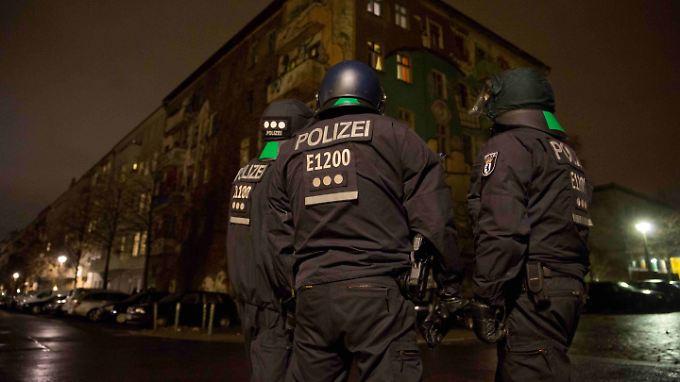 Im Umfeld des Wohnhauses an der Rigaer Straße kommt es immer wieder zu Angriffen gegen Polizisten.