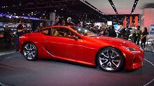 Vielen ist der markante Kühlergrill der Lexus-Modelle zu aggressiv. Dem Sportcoupé LC 500 steht er hingegen gut.