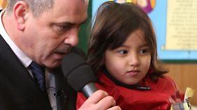 Rob Lawrie mit dem Flüchtlingsmädchen Bahar Ahmadi.