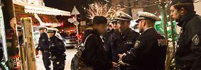 """Mehrere Festnahmen in Düsseldorf: Hunderte Polizisten durchkämmen berüchtigtes """"Maghreb-Viertel"""""""