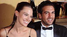 Elyas M'Barek feiert mit seiner Freundin Julia. Foto: Ursula Düren