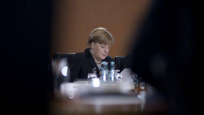 Kanzlerin Angela Merkel muss sich Kritik von allen Seiten anhören.