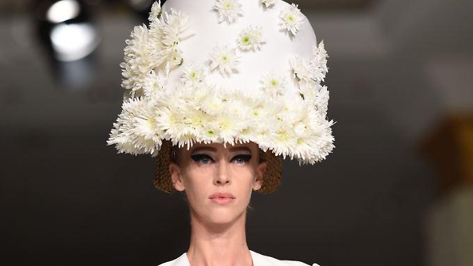 So sieht das Model von Michalsky Couture in Wirklichkeit aus.