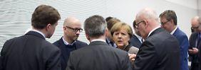 """""""Einfach mal die Klappe halten"""": Merkel-Verbündete rechnen mit Kritikern ab"""