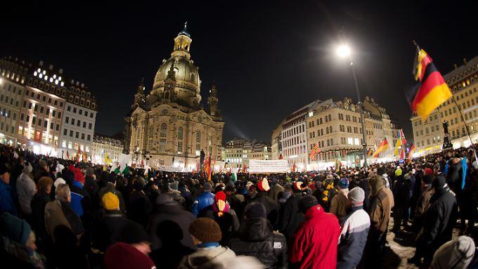 Mehrere Tausend Menschen kamen in Dresden zusammen.