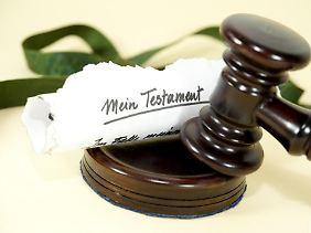 Wenn sich Erben uneinig sind, kann ein Schiedsverfahren helfen.