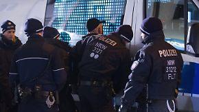 Nordafrikanische Tätergruppen im Visier: Polizei geht mit Großrazzien gegen Diebesbanden vor