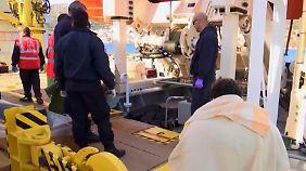Drei Kinder vor Samos ertrunken: Schleuser sieht Leichen und bricht in Tränen aus