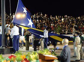 Die Fahne Curacaos gehisst.