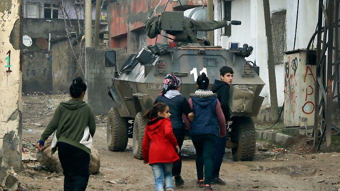 In der Stadt Silopi wurde die Ausgangssperre aufgehoben. Fotografen konnten Bilder der Zerstörung machen, die in anderen Städten unterdessen weitergeht.