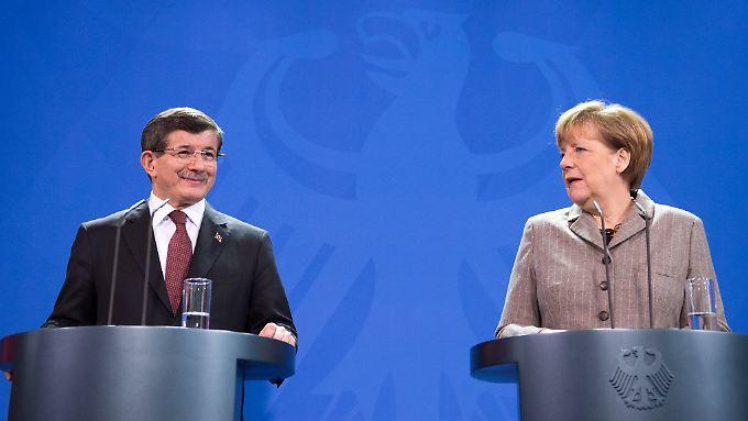 Angela Merkel und Ahmet Davutoglu bei einer früheren Zusammenkunft.