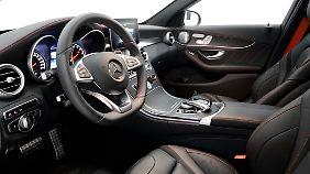 Den Innenraum des Mercedes C 450 veredelt Brabus auf Wunsch ganz individuell.