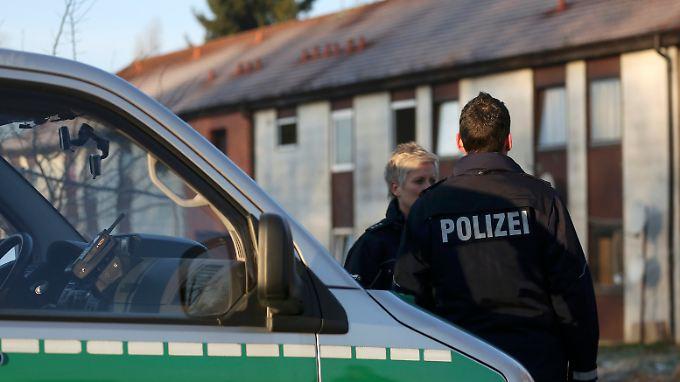Es wurden Diebesgut, Einbruchswerkzeuge und Drogen sichergestellt.