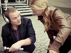 Macht auf gehörlos: Kommissar Stellbrink in einer weiteren unfassbar peinlichen Szene