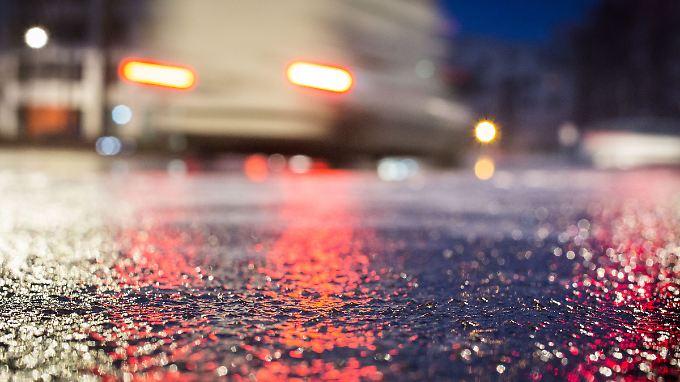 Auf Blitzeis folgt Tauwetter: Spiegelglatte Straßen sorgen für viele Unfälle