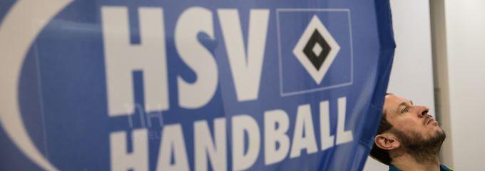 Pascal Hens, damals noch Mannschaftskapitän der Handball-Bundesligamannschaft des HSV, bei einer Pressekonferenz vor Weihnachten.