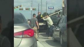 Holzlatte vs. Baseballschläger: Männer prügeln sich in Texas an roter Ampel