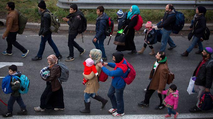 Viele Flüchtlinge erreichen Österreich über den Grenzübergang Spielberg an der Grenze zu Slowenien.