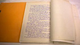 In fein säuberlicher Schrift hat Adolf Eichmann um sein Leben gebeten - ohne Erfolg.