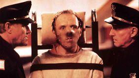 Für Lecter gelten höchste Sicherheitsvorkehrungen - das Bild mit der Maske wurde später oft zitiert.