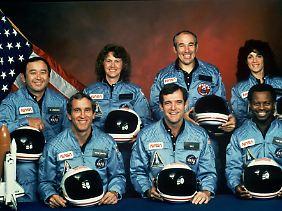Die Crew (von links nach rechts): Ellison Onizuka, Michael Smith, Christa McAuliffe, Francis Scobee, Gregory Jarvis, Ronald McNair und Judith Resnik.